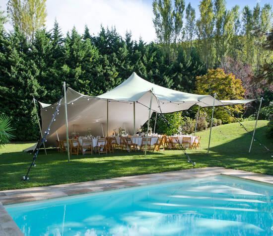 Privatparty im Garten mit SHAPE-Tent von Blasto