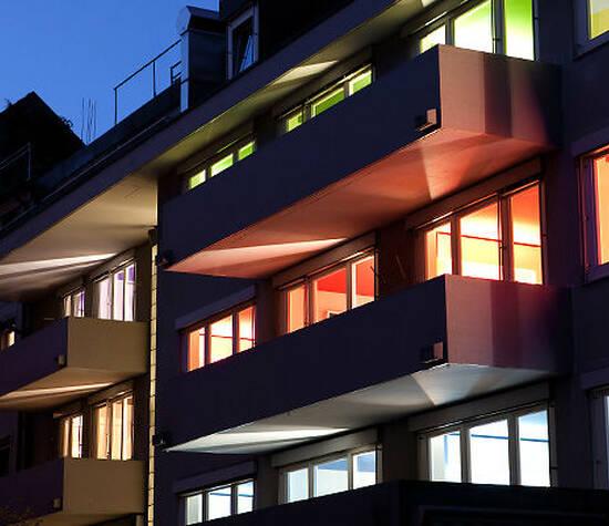 Beispiel: Aussenansicht bei Nacht, Foto: Hotel Dom.