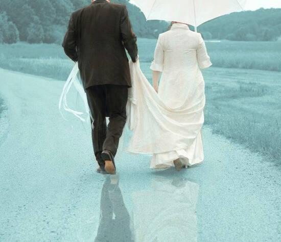 Beispiel: Brautpaar auf dem Weg in die gemeinsame Zukunft, Foto: Internet.