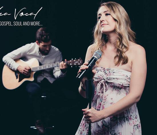 Sängerin Tabea Vogel Live-Gesang im Duo mit Gitarrenbegleitung