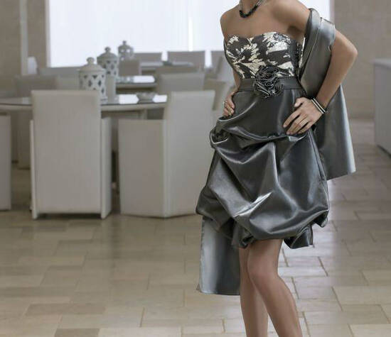 Beispiel: Elegante Kleider, Foto: Mode Moser.