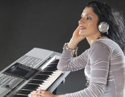 Mirelle - One Lady Band